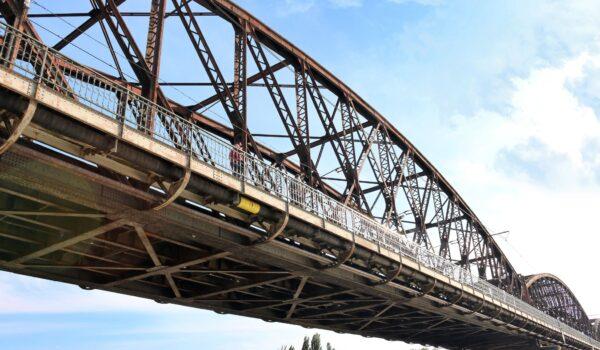 vanilla-bridge-czech-republic-iron