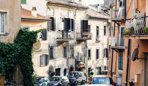 vanilla-cars-traditional-town
